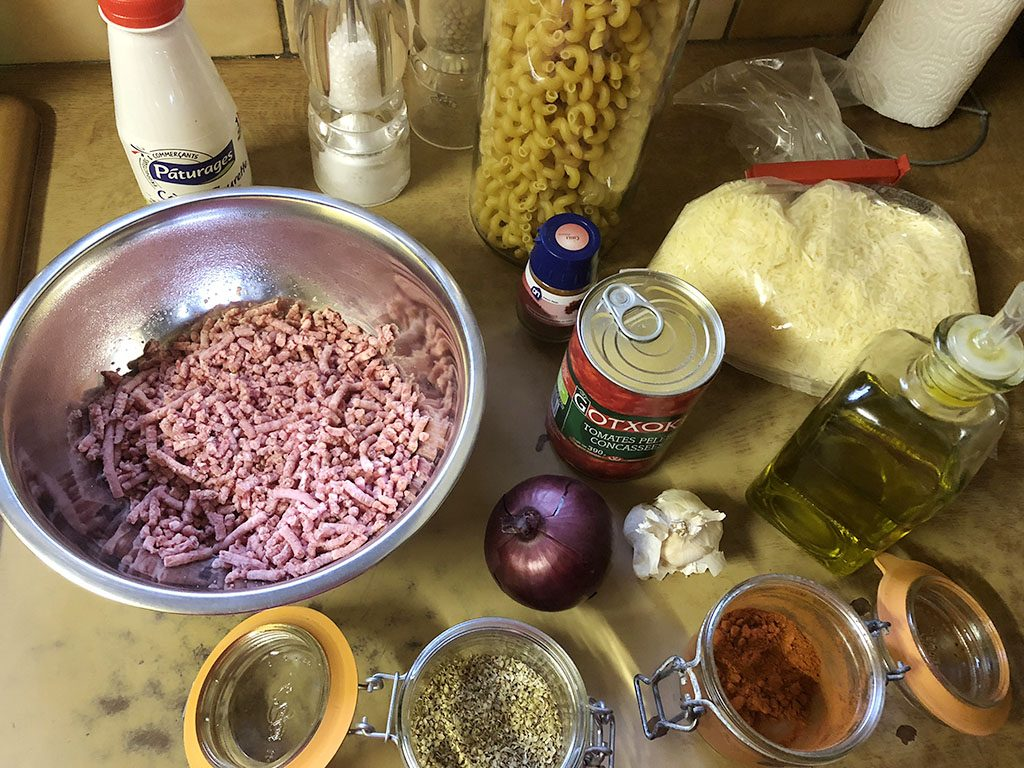 Oven-baked pasta ingredients