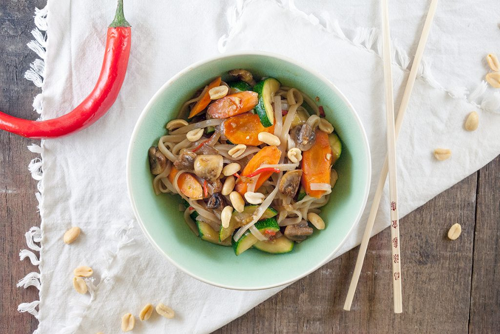 Pan-fried vegetables with rice noodles