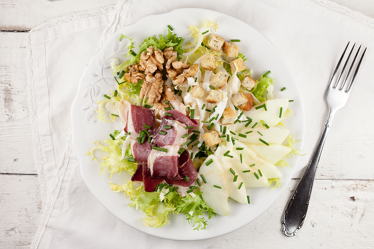 Smoked duck salad with walnuts