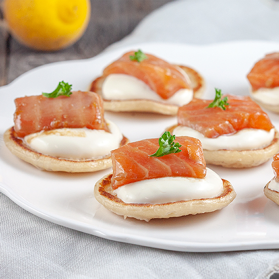 Salmon and yuzu blinis square - Salmon and yuzu blinis