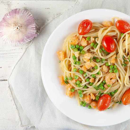 Shrimp and peas spaghetti