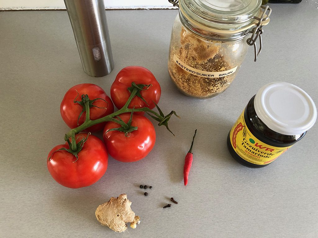 Tomato-tamarind chutney ingredients