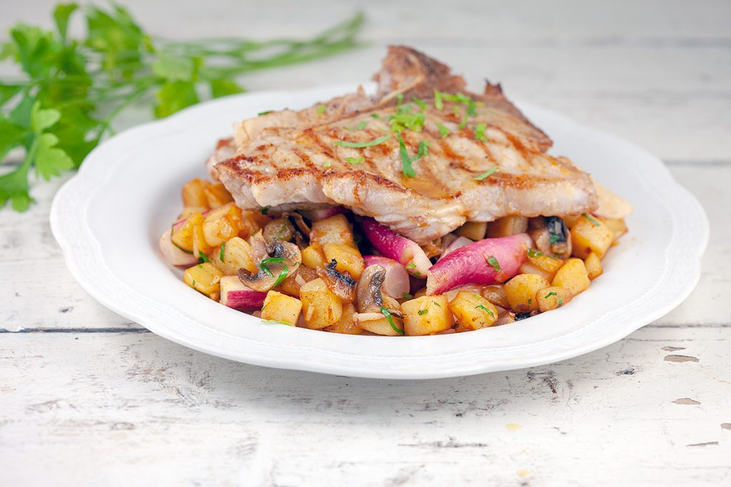 Stir-fried potatoes and radishes with veal