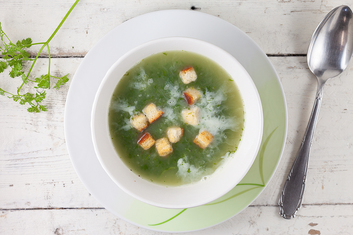 Chervil soup with croutons