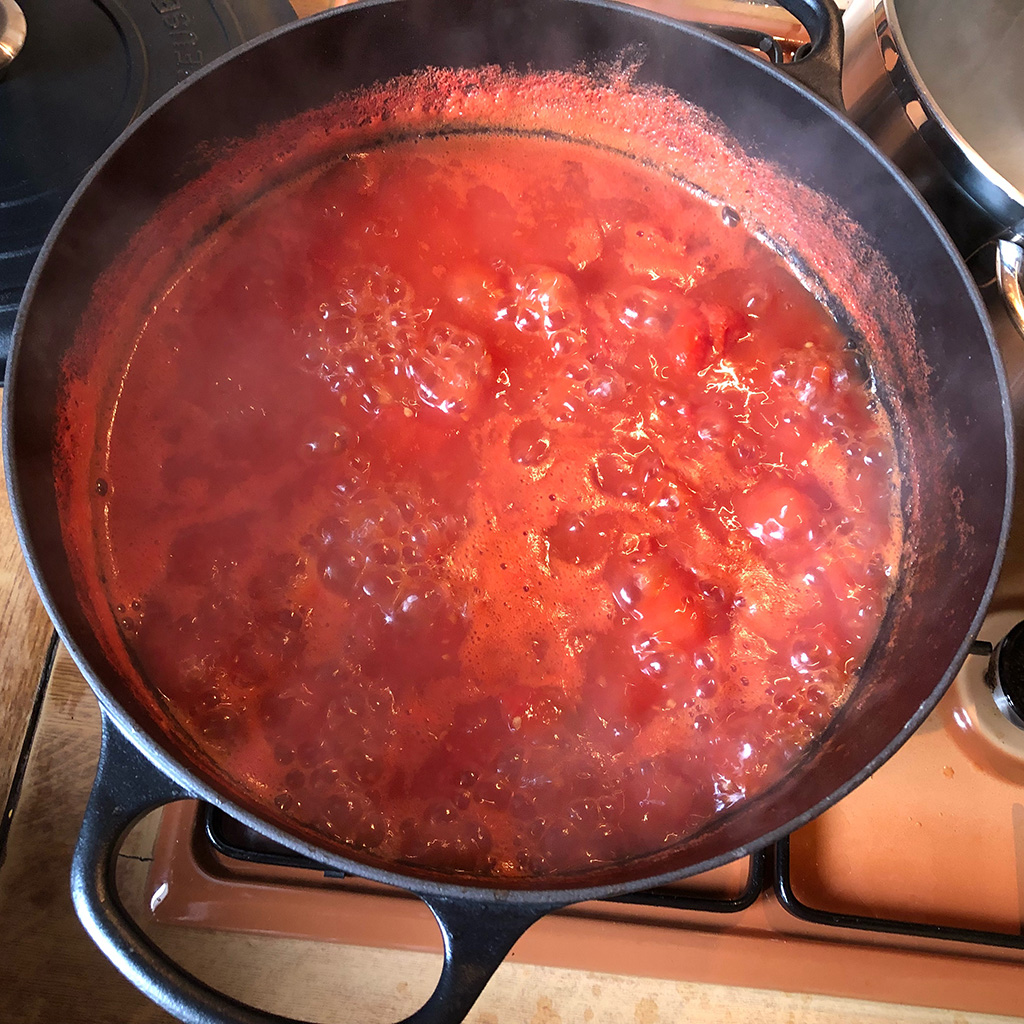 Cooking homemade tomato passata - Homemade tomato passata