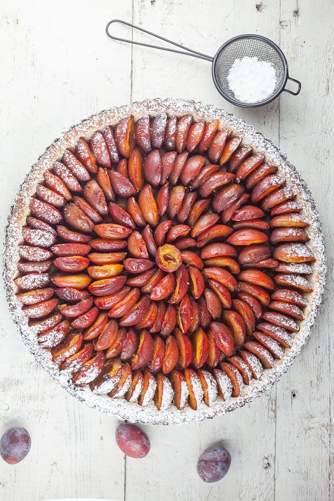 Dutch plum pie
