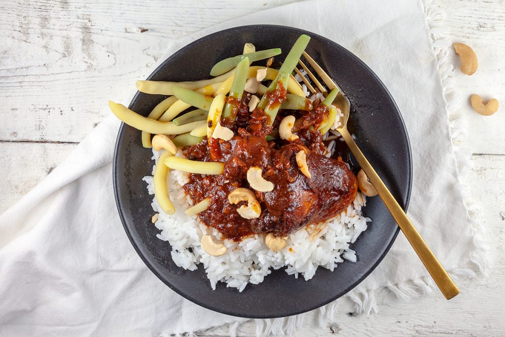 Slow cooker chicken thighs with tomato sauce