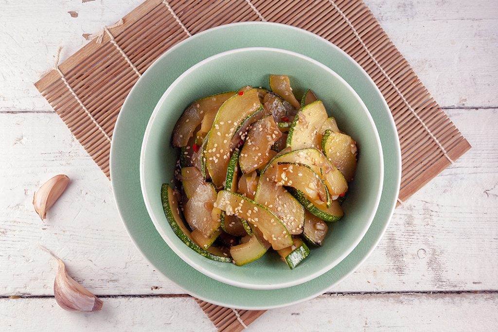 Stir-fried zucchini with sesame