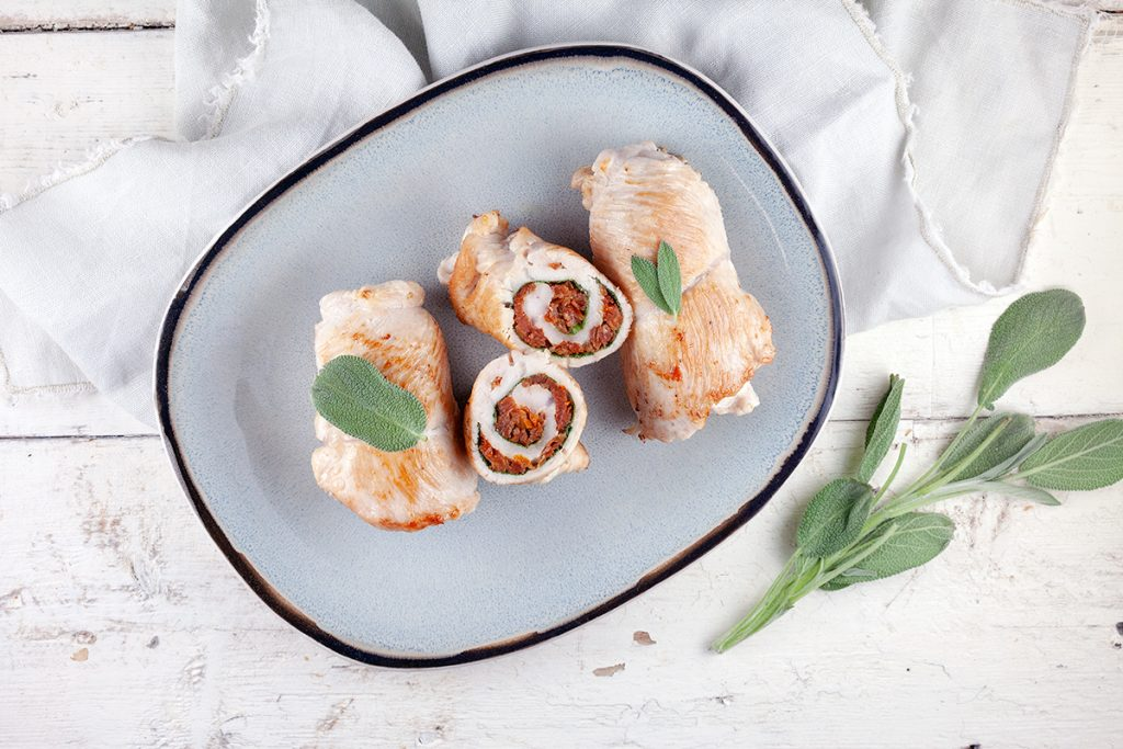 Turkey rolls with sun-dried tomatoes