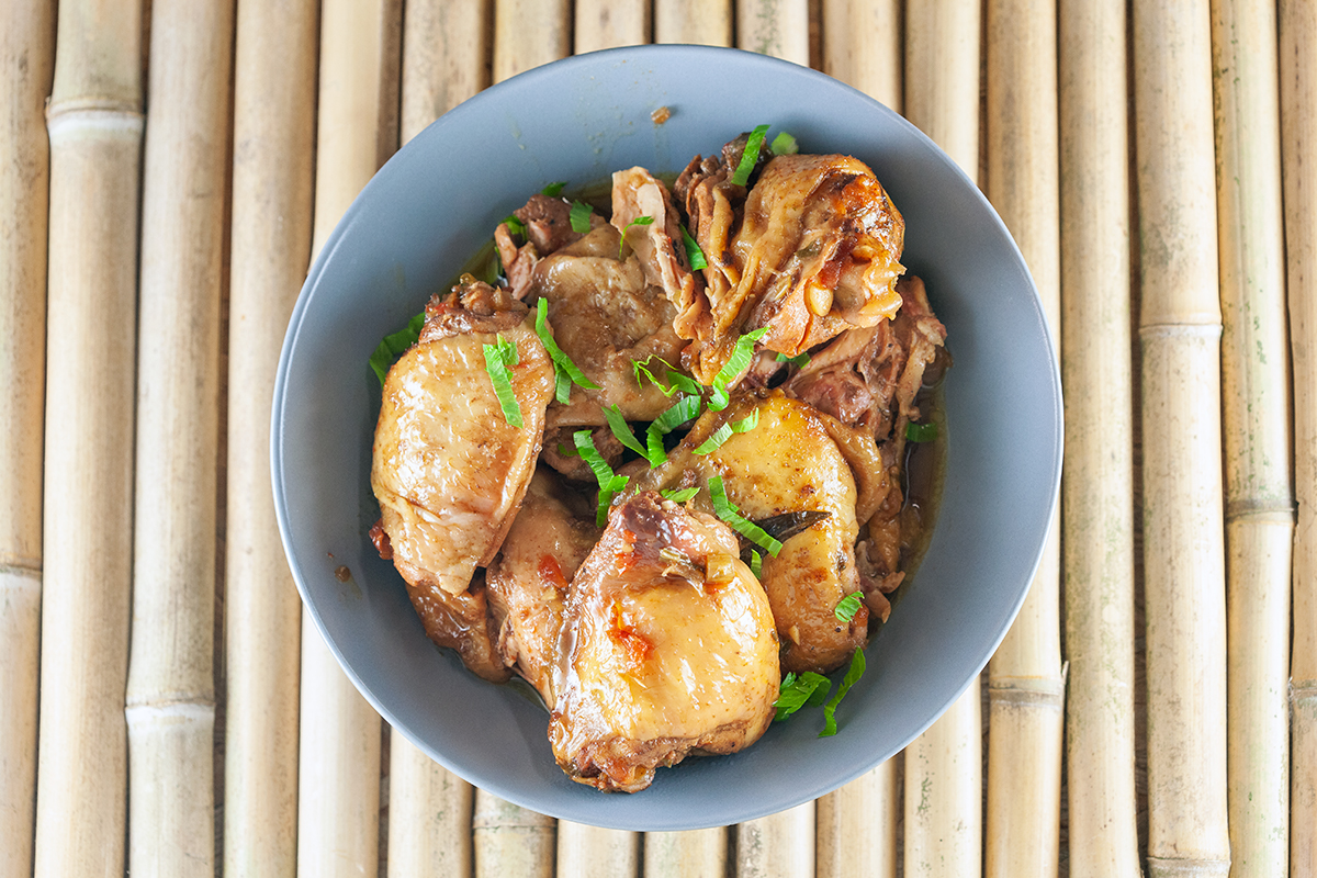 Slow cooker Surinamese chicken thighs