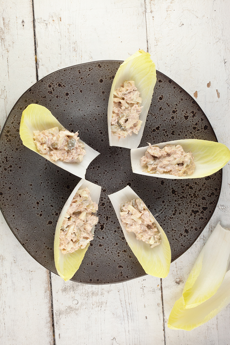 Tuna and endive boats