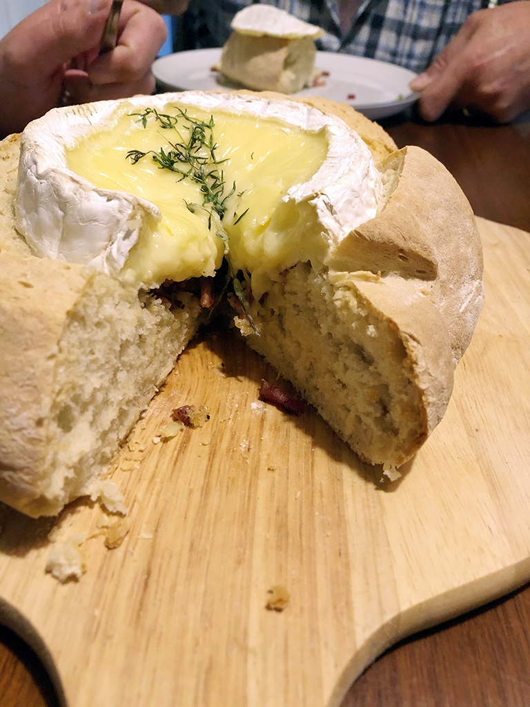Baked camembert in bread oven - Baked camembert in bread